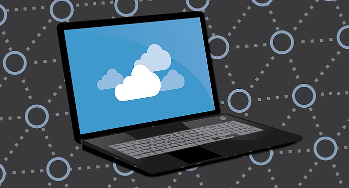Laptop with cloud data backup and recovery